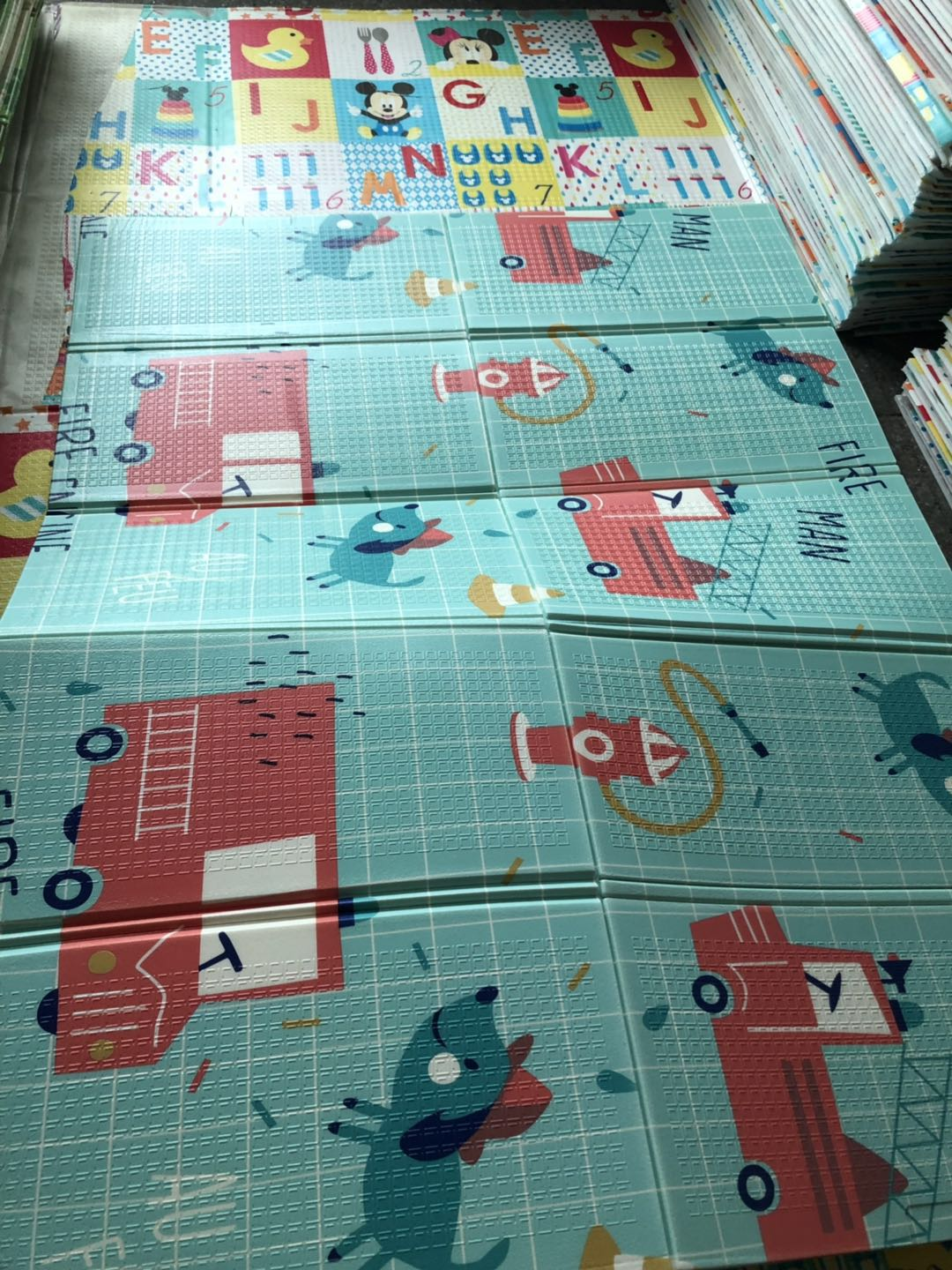 4 fold customized 1.5cm thick double printing playmat and gym mat