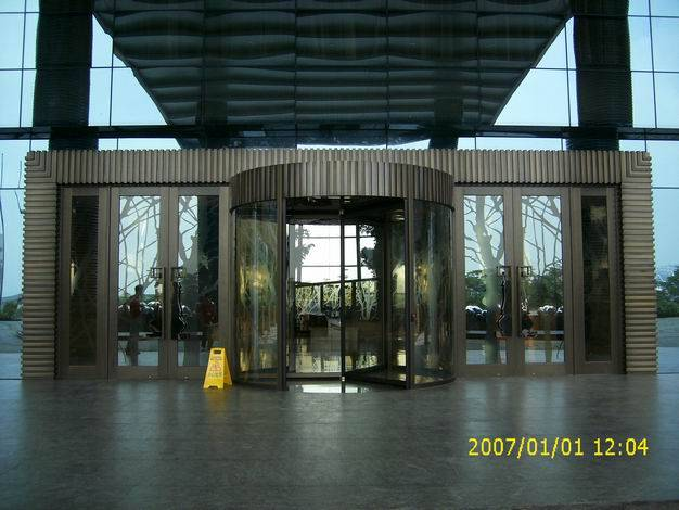 three-wing revolving door