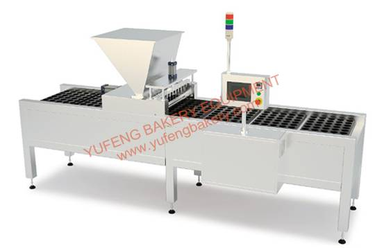 Injector for the deposit of mixes like cupcakes, cakes and muffins YUFENG