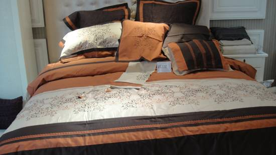 Dubai market fancy embroidery comforter set