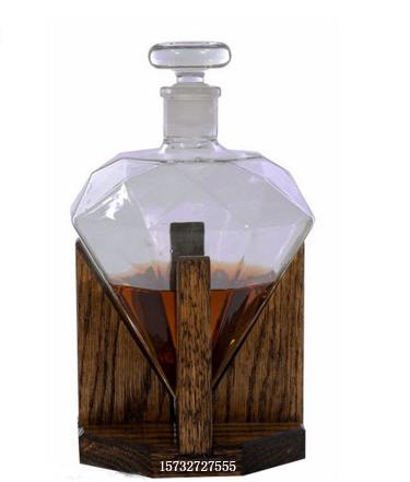 hand blown fashion desing drinkware for liquor diamond shape bottle with wooden splint