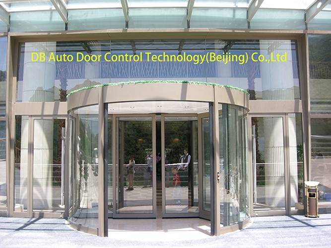 Four wing automatic revolving door