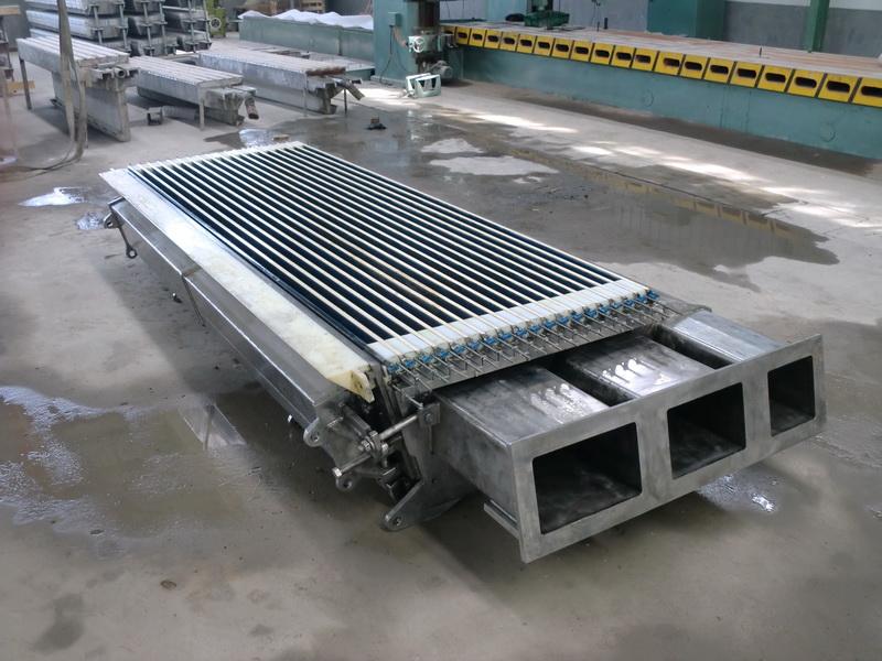 Vacuum suction box for paper making machine
