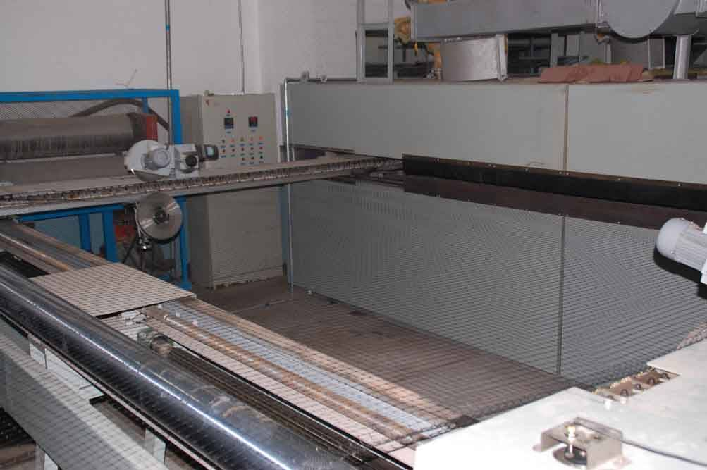 Biaxial stretched mesh production line