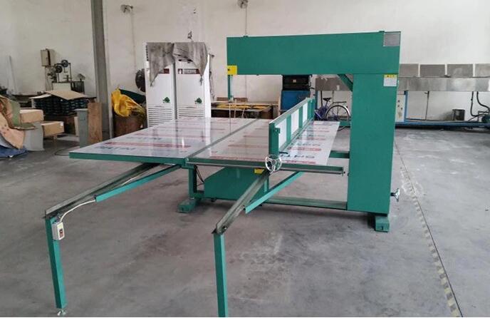 Polyurethane Foam Cutting Machine