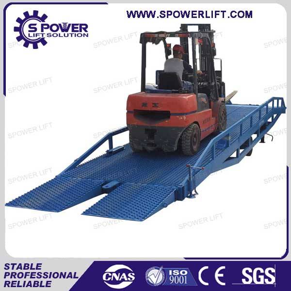 Loading unloading container mobile adjustment loading ramp
