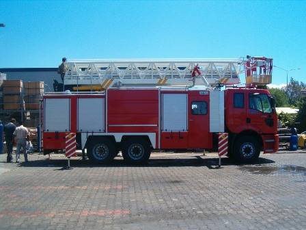 FIRE FIGHTING VEHICLE WITH LADDER, AYALKA