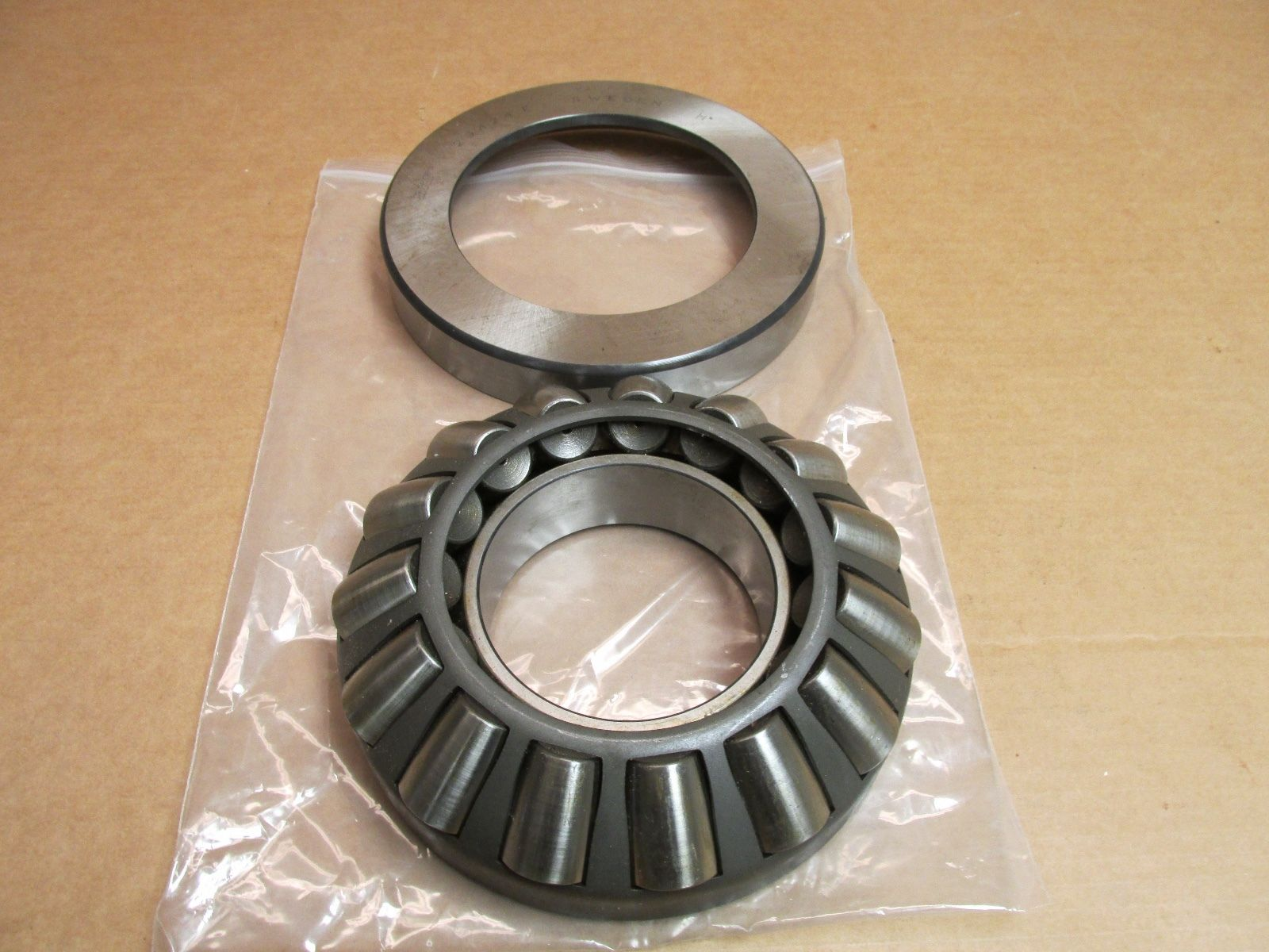 NEW SKF 29424E SPHERICAL ROLLER THRUST BEARING