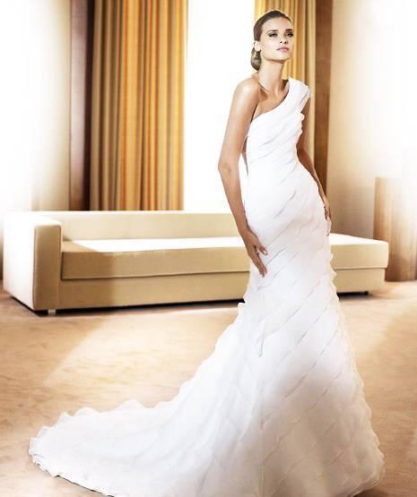 wholesale Glamorous Multi-layer Train Mermaid Trumpet One-shoulder Wedding Dress D62852