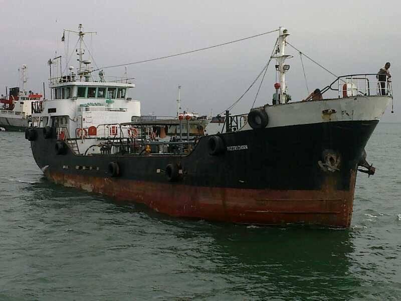 Oil Tanker, 300 Dwt, 1985,Ref C4121,