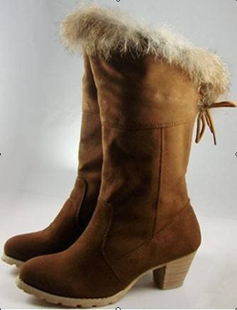 fashionable lady  snow boots  ugg boots