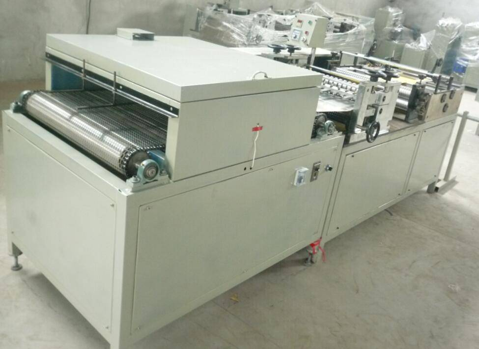 Rotary type filter paper folding machine with oven