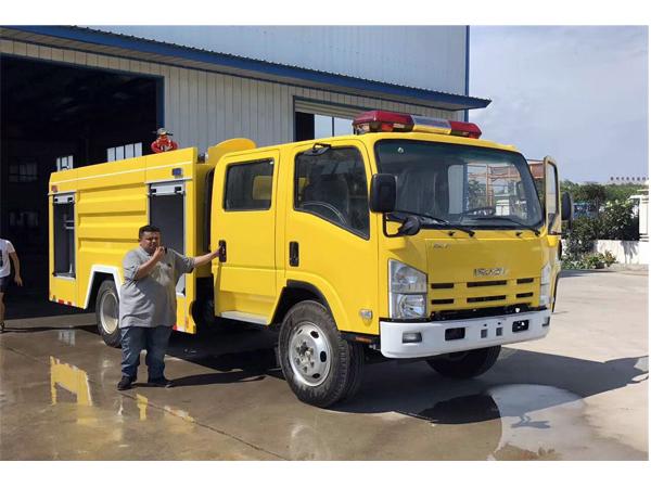 Isuzu ELF 3m3 water and 1m3 foam Foam Fire Engine for Sales
