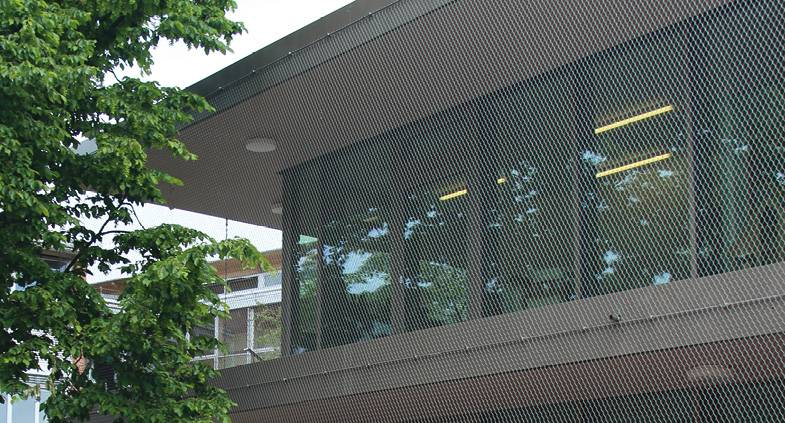 Stainless steel wire mesh railing stays with perimeter rope