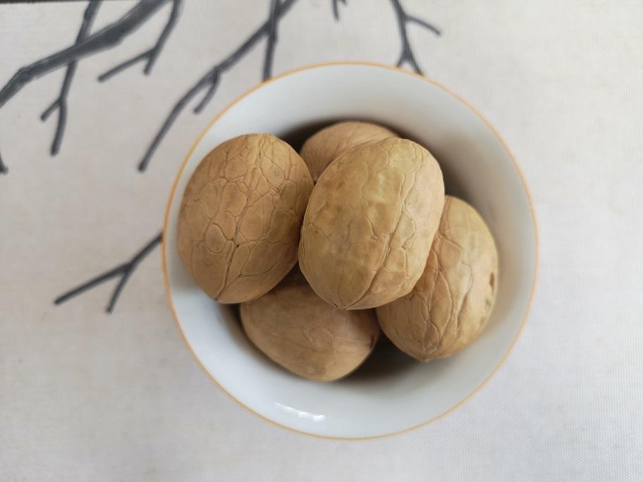 common new crop Xinjiang dried inshell walnuts 32mm jumbo unsifed and washed
