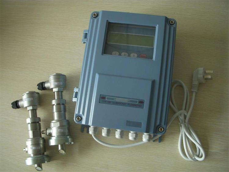 Insertion ultrasonic flowmeter