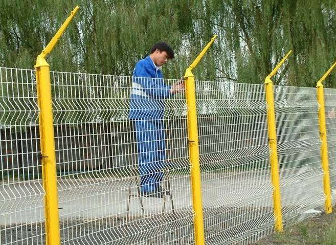 Hot selling vandal resistant curvy welded wire mesh fence