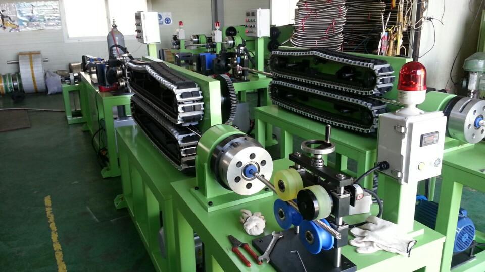 Wide & Close pitch corrugated hose manufacturing machine