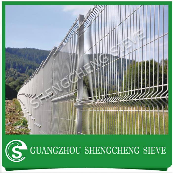 Heavy duty 6 gauge green wire mesh metal decorative flower garden border fencing