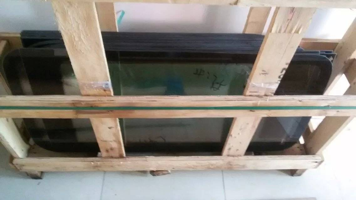 MAXUS Side Glass Genuine