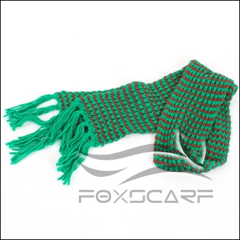 Cross Knitted Scarf With Fringe Green Red
