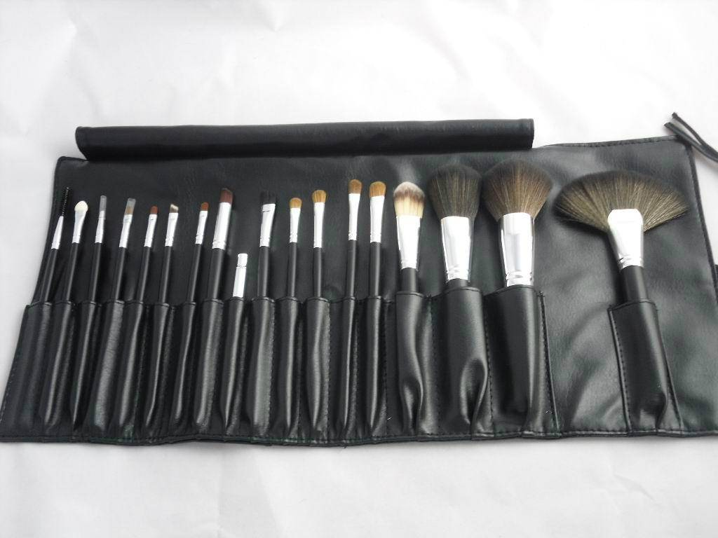 MAC Black Makeup Brush Set