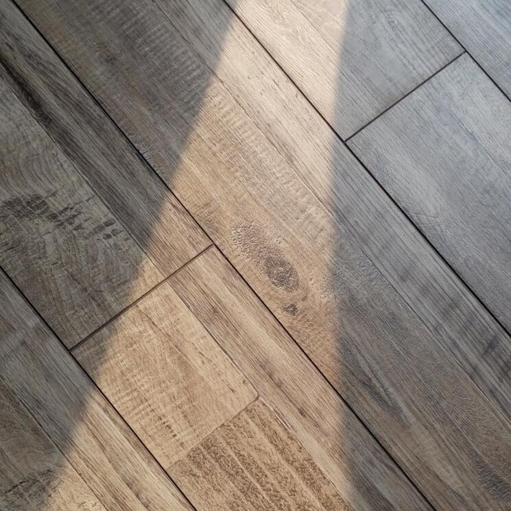 Traditional Living Historic Oak 8mm Ac4 Laminate Flooring Chiping