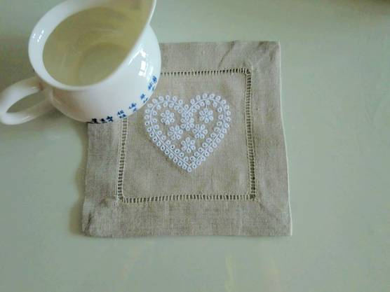 Natural linen heart shape embroidery hemstitched coaster