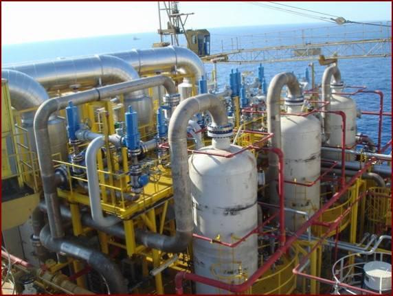 Saline sewage deoiling device