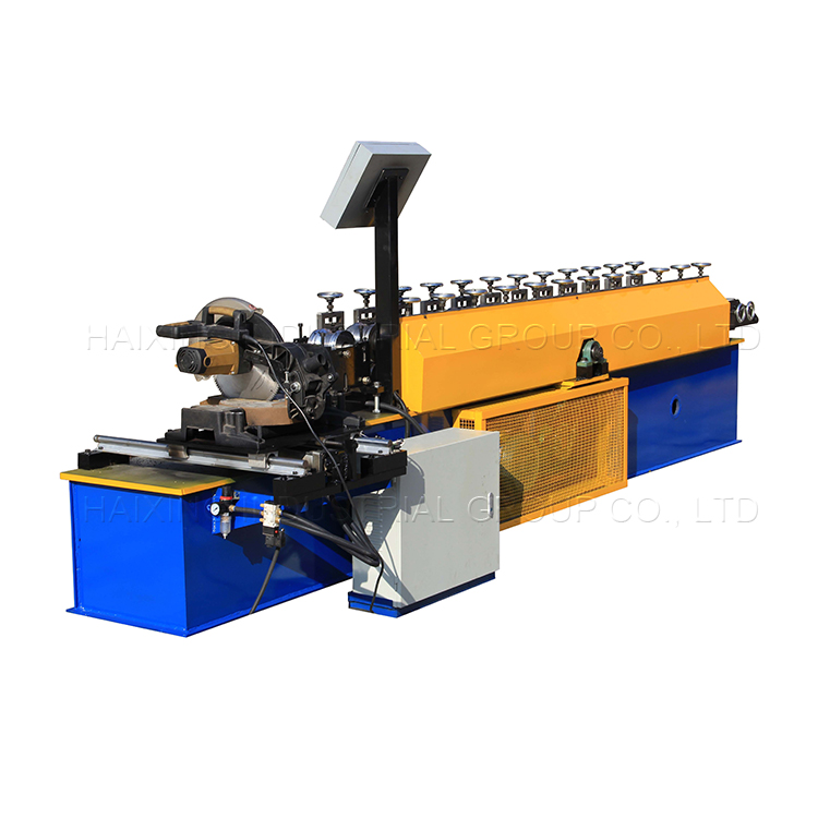 Flying saw cutting door forming rolling shutter machine