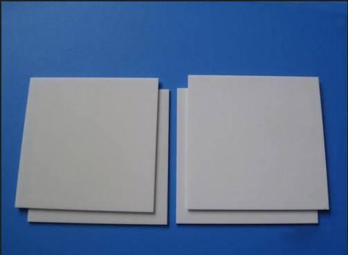 Kualitas aluminium oksida mengenakan-tahan keramik piring