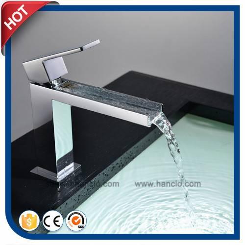 Waterfall Basin Faucet Single Lever Bathroom Basin Faucet (HC12051)