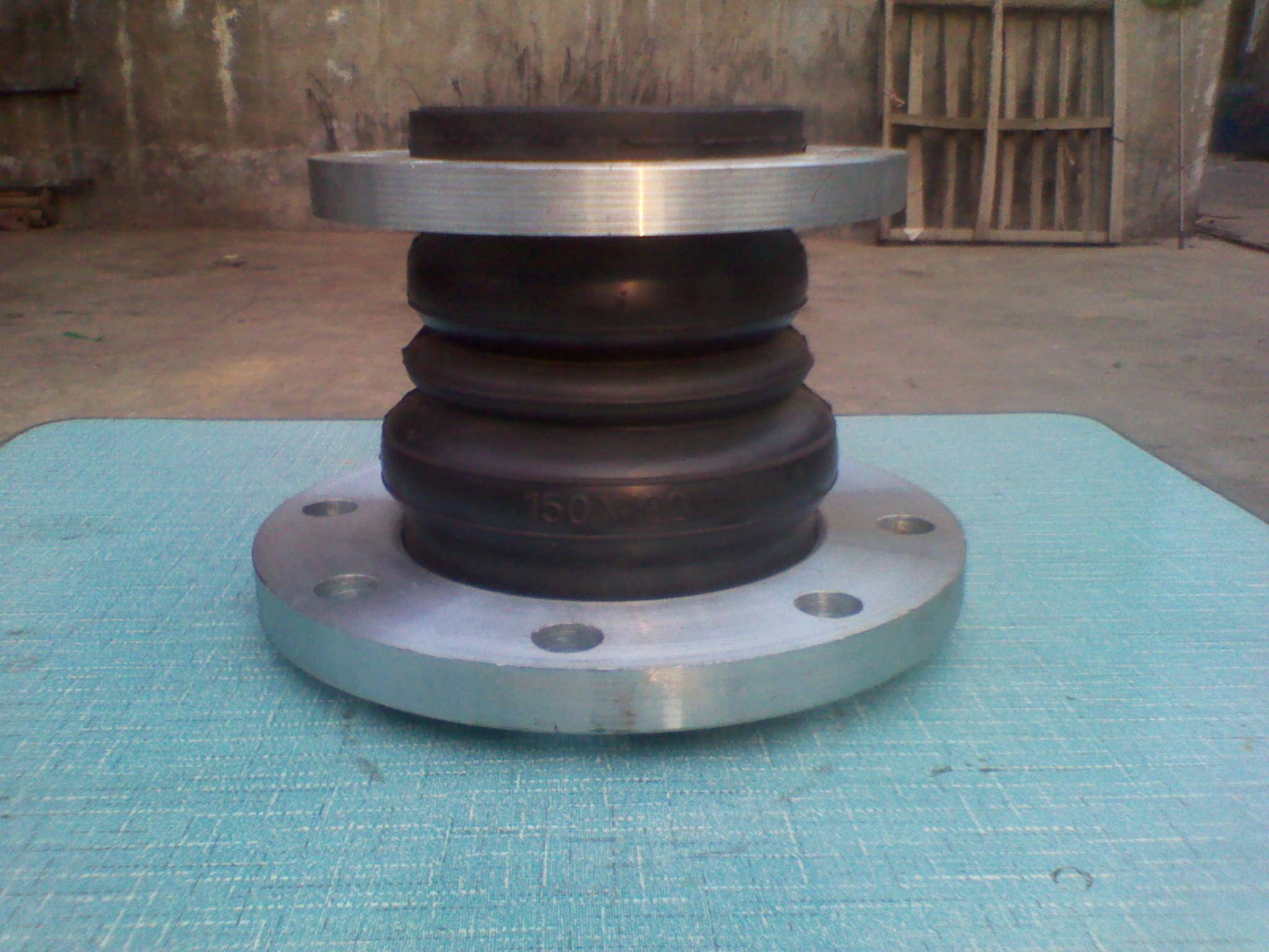 Rubber reducer expansion joints