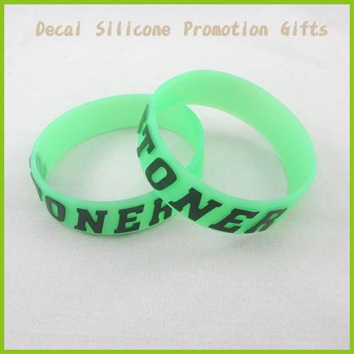 2012 Promotion beautiful embossing silicone wristbands