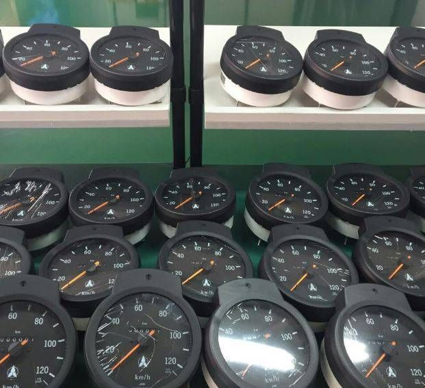 Mercedes-Benz speedometer 0105424606