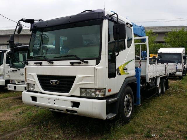 Daewoo Novus SE (2012) cargo truck + new crane DongYang SS1406( 7t,18.3m)