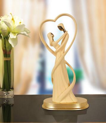 lover with heart shape wedding souvenir