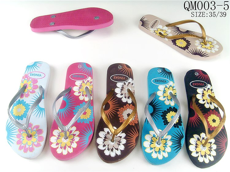 Women new design custom brand natural rubber slipper flip flops beach cheap