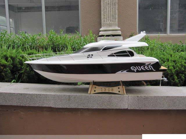 Novelty R/C Boat. 26cc  Gas Boat Queen Hobby
