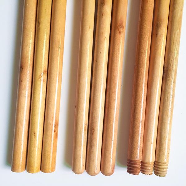 Comptetive Price Varnished Wooden Broomstick