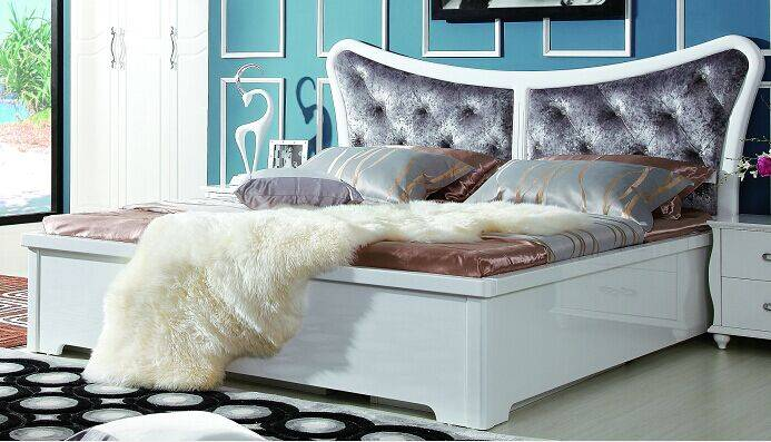 High gloss white Bed