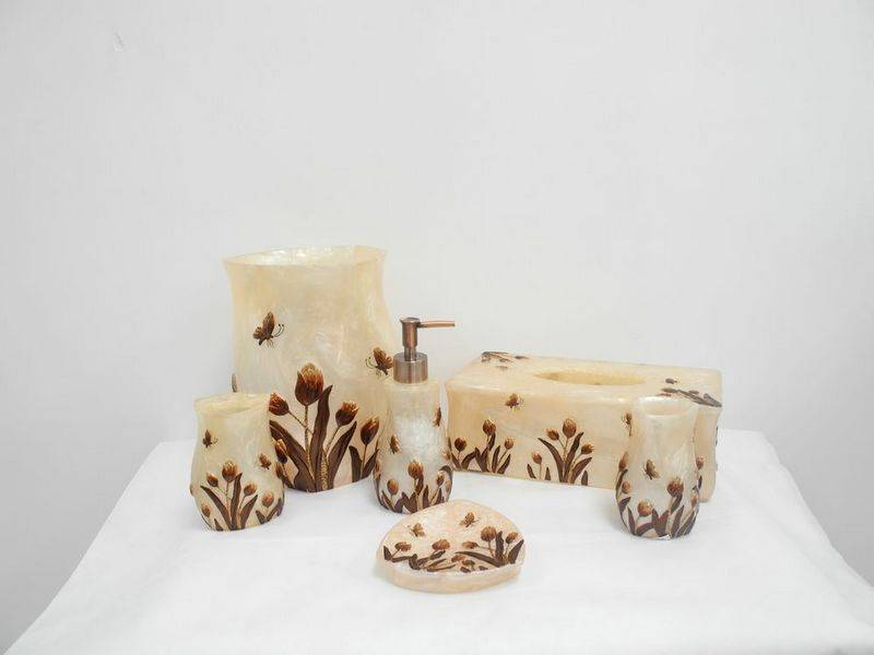 Polyresin bath accessories
