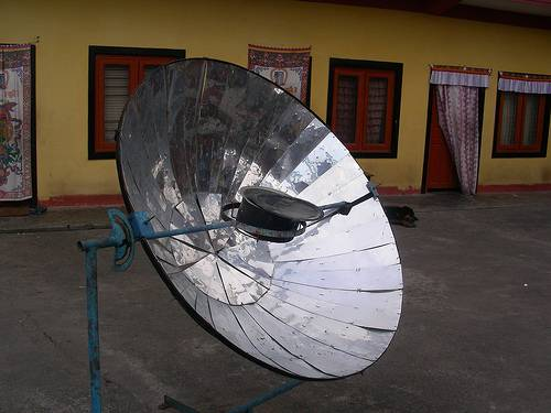 highly reflective  solar energy cooker