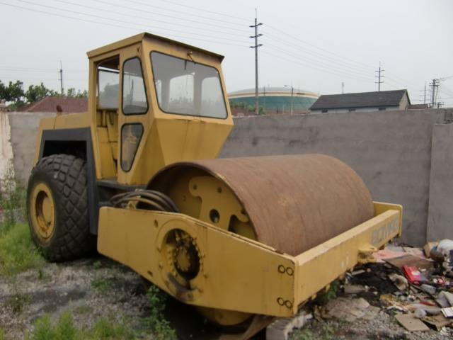 used BOMAG 217 road roller
