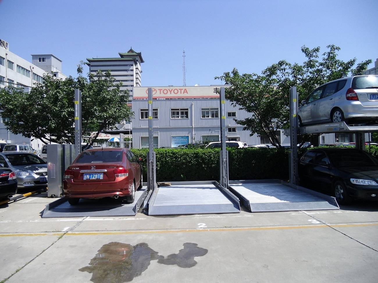 Home Used Two Post Hydraulic Simple Vertical Car Parking Equipment