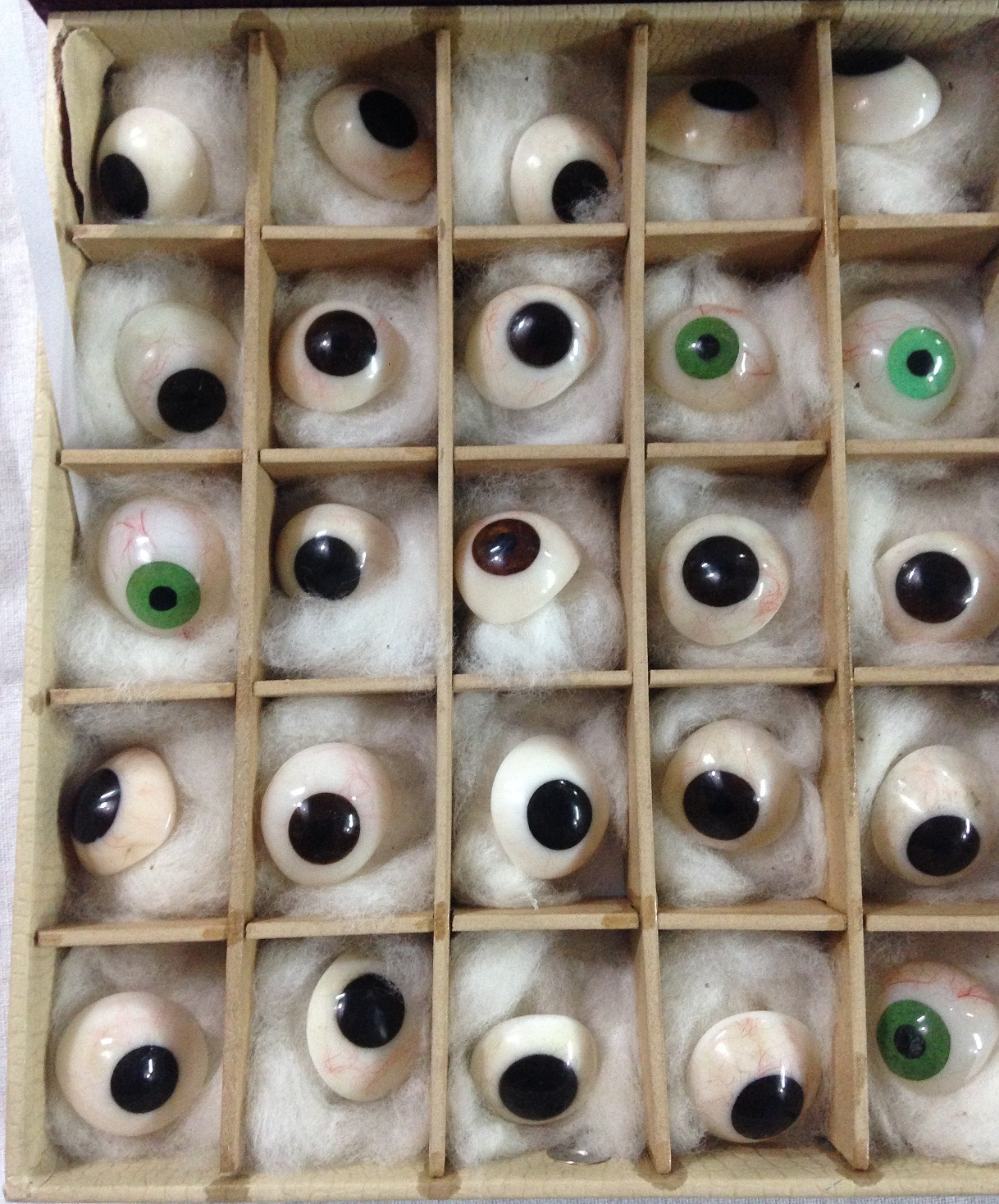 Artificial Eye ( Box of 25 Eyes )