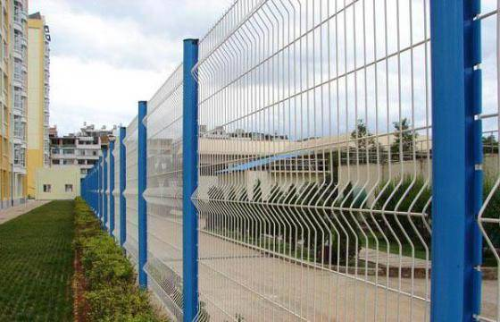 colorful curvy wire mesh fence, welded wire fence, welded fence