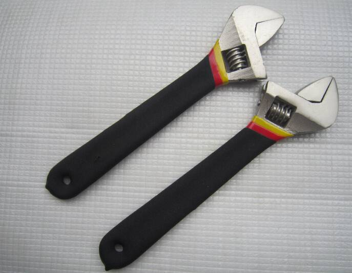Tri-color cast iron dipped pvc handle adjustable spanner