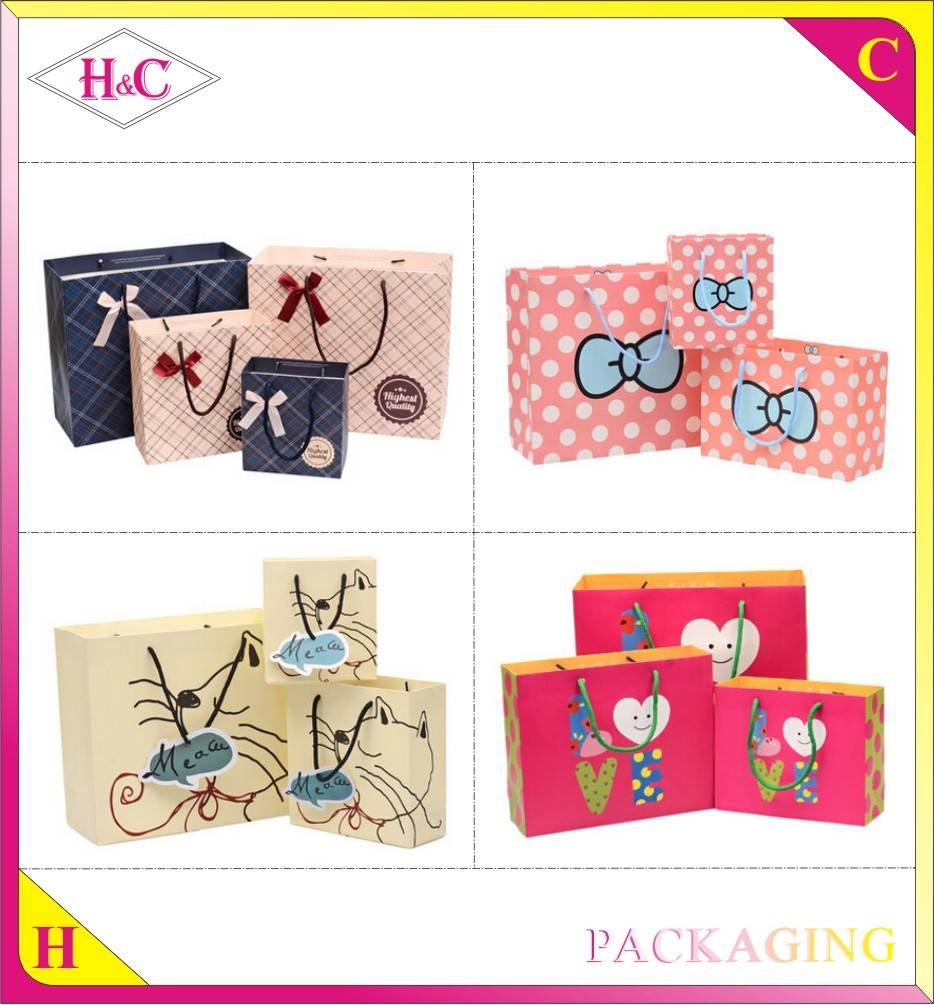 Customized paper gift bag with print and handle design made in china