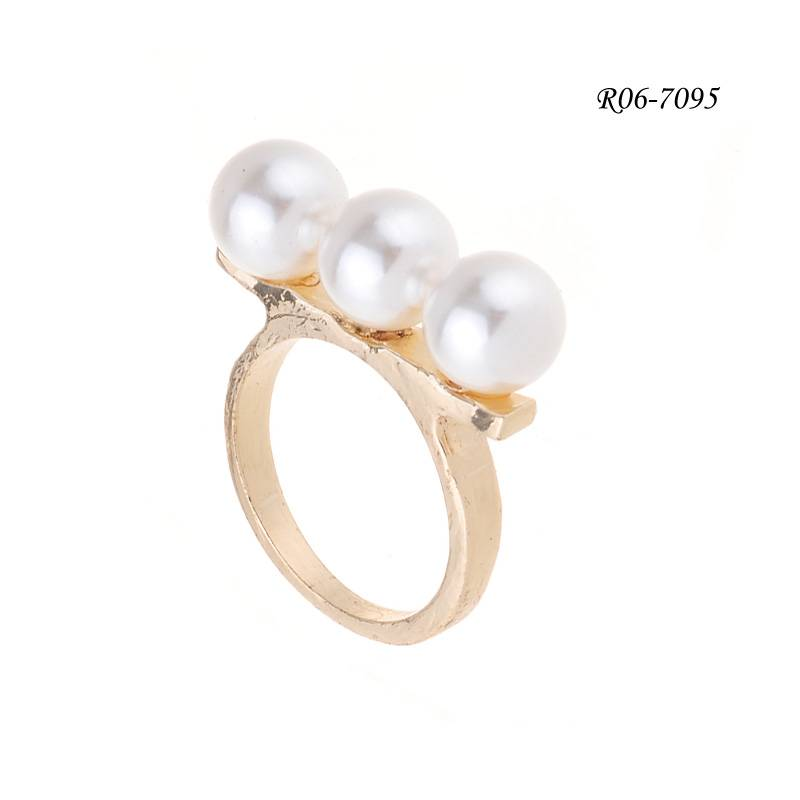 Yiwu Jewelry Ivory Pearl Ring of Gold Plating